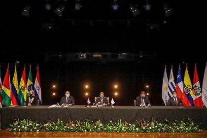 Bustillo aseguró que confía en poder firmar el acuerdo entre Unión Europea y Mercosur (Anibal Olevar/Paraguay Presidency/Handout via REUTERS)