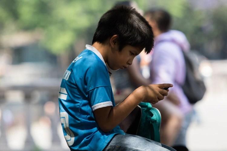 LVU274CLR5C65CJ7BKCLULCEAQ - Tras investigación, adultos mexicanos admiten ser adictos al smartphone