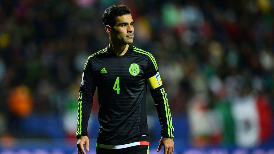 El británico también ensayó algunos ejercicios de fútbol con el ex capitán de la selección mexicana (Foto: Archivo)