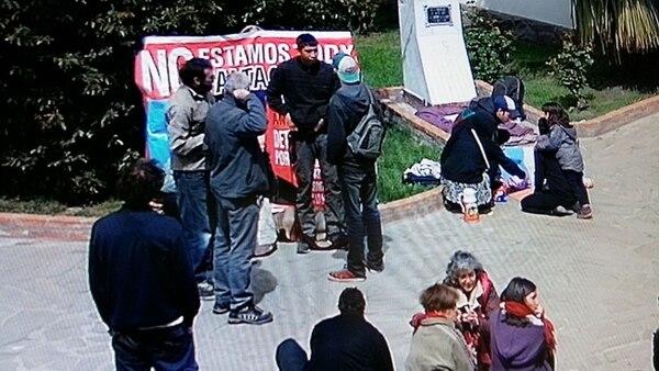 Manifestantes en la toma del municipio de El Bolsón