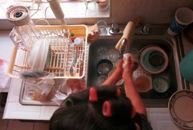 Las mujeres dedican parte de su vida a los trabajos domésticos y de cuidados, tareas no remuneradas e invisibilizadas (Foto:Oswaldo Ramírez/Cuartoscuro)