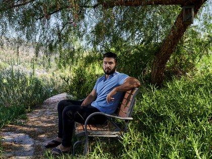Janan Moein, de 19 años, afuera de su casa en El Cajón, California, el jueves 3 de septiembre de 2020. (John Francis Peters/The New York Times)