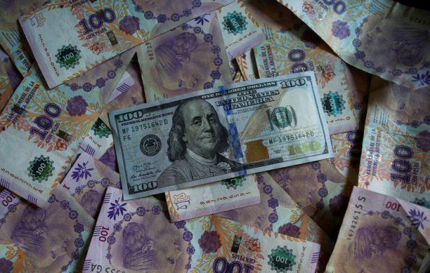 El dólar blue asciende un 8,9% desde el 10 de diciembre. (Reuters)