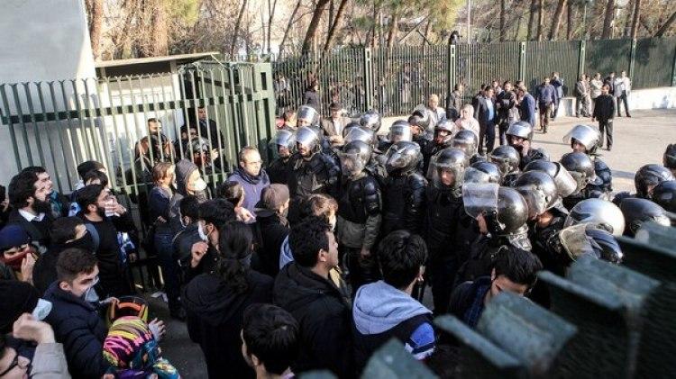 Al menos 20 iraníes murieron por la represión de las fuerzas iraníes(AFP)