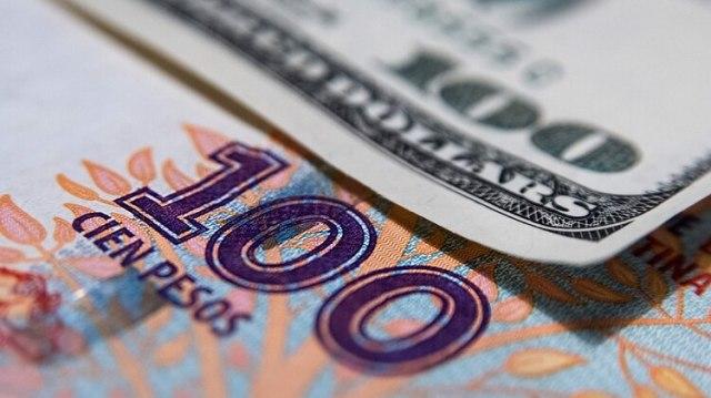 Las empresas ajustan los precios mirando el dólar futuro. (Adrián Escandar)