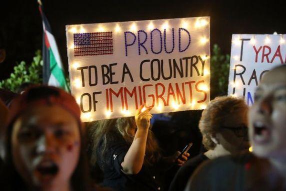 Protesta en Florida contra la medida migratoria