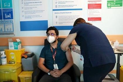 Chile comenzó ayer el proceso de vacunación (REUTERS/Iván Alvarado)