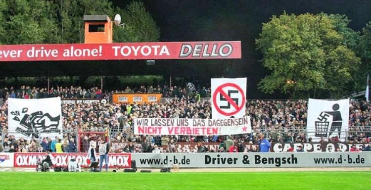 Las banderas en contra del fascismo, algo recurrente dentro del Millerntor-Stadion