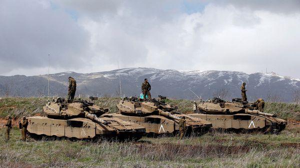 Los israelíes atacaron un camión y dos piuezas de artillería sirias (Reuters)