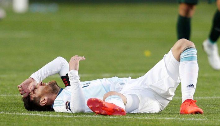 Messi, una víctima constante de las faltas de los bolivianos ante los avances del capitán argentino