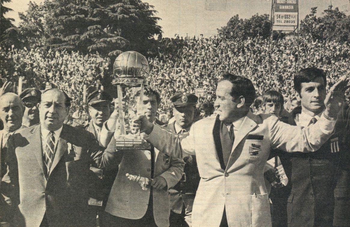 Osvaldo Zubeldía y Mariano Magnano, presidente de Estudiantes, en el festejo en la Plata (foto familia Marelli)