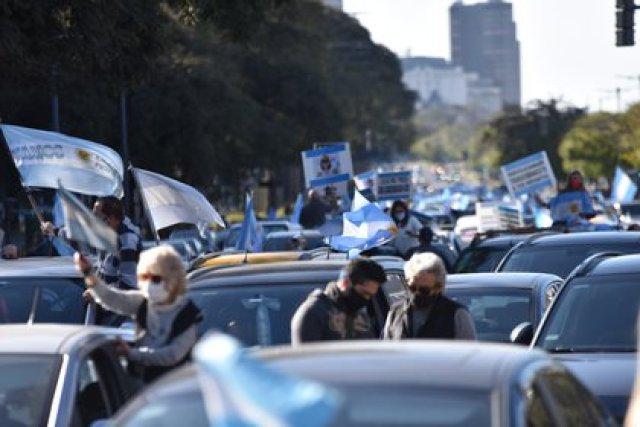 Los manifestantes comenzaron a congregarse minutos antes de las 16