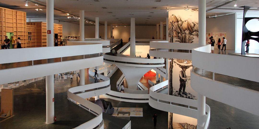 La bienal se desarrollará en dos etapas: la primera se realizará en su clásica sede, el Pabellón Matarazzo del Parque do Ibirapuera, entre febrero y agosto. Mientras que en la segunda, el evento se trasladará a 25 instituciones de la ciudad brasileña, entre septiembre y diciembre