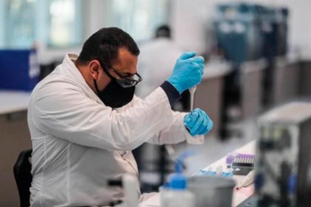 México está apuntando hacia posibles acuerdos con otros laboratorios que realizan estudios con miras a producir vacunas en el futuro cercano. (Foto: EFE/Juan Ignacio Roncoroni)
