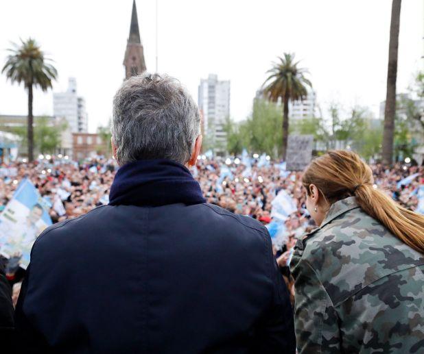 El presidente junto a la gobernadora bonaerense María Eugenia Vidal, ayer en Pergamino