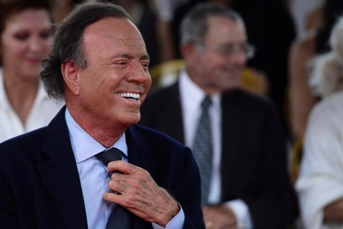 Julio Iglesias (AP Photo/Carlos Giusti)