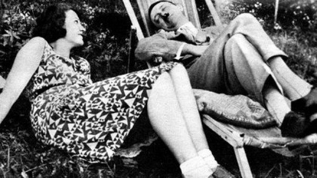 Angela Maria Geli Raubal y Adolf Hitler cerca de 1930. Ella era 19 años menor al genocida, quien mantenía una obsesión perversa con la joven alemana (Grosby Group)