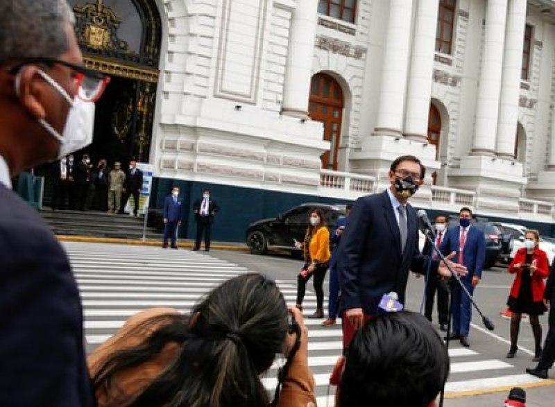Vizcarra ha perdido popularidad, pero sigue siendo mucho más alta que la del Congreso (Reuters)