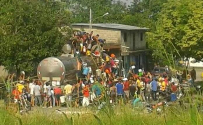 Escenas de saqueos en Mérida (Twitter)