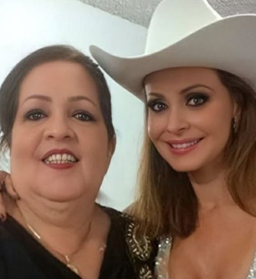 Another of the images that Spanic shared on Instagram in the company of his mother