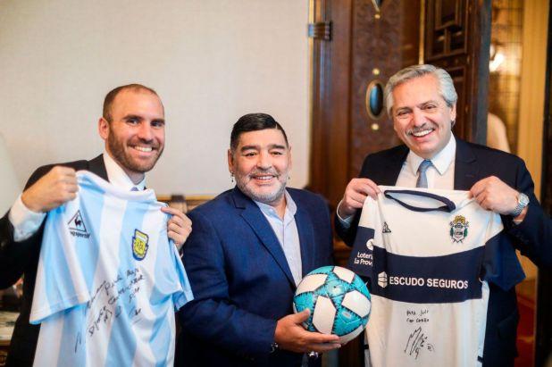Diego Maradona visitó a Alberto Fernández en diciembre del año pasado y el ministro Martín Guzmán se fotografió con ellos