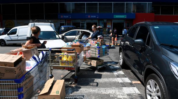 El estacionamiento de un supermercado, esta mañana (Maximiliano Luna)