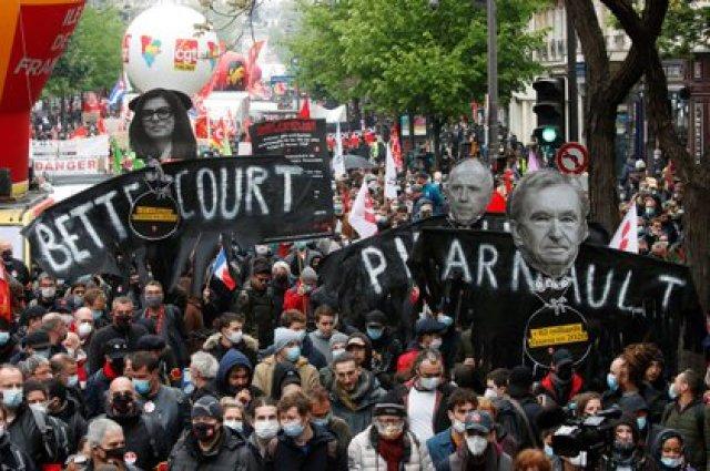 Miles de personas en las calles de París (REUTERS/Gonzalo Fuentes)
