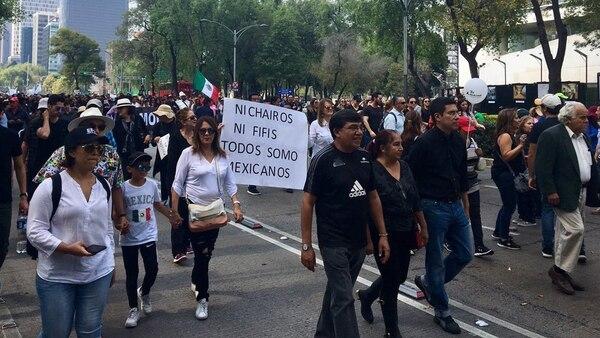 Los manifestantes pidieron que no se realicen en el país más consultas a modo (Foto: Twitter: @ArturoCanoMx)