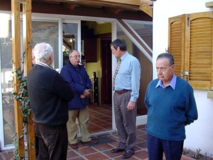 Los criminólogos Osvaldo Raffo y Raúl Torre  (aquí con Marcelo Macarrón, viudo de Nora Dalmasso) creyeron en la existencia de una asesino serial de mujeres en Mar del Plata