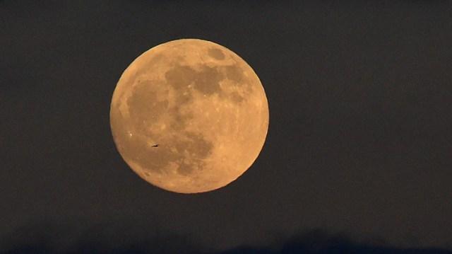 Luna nueva vista en 2019 (Foto: REUTERS/Rebecca Naden)