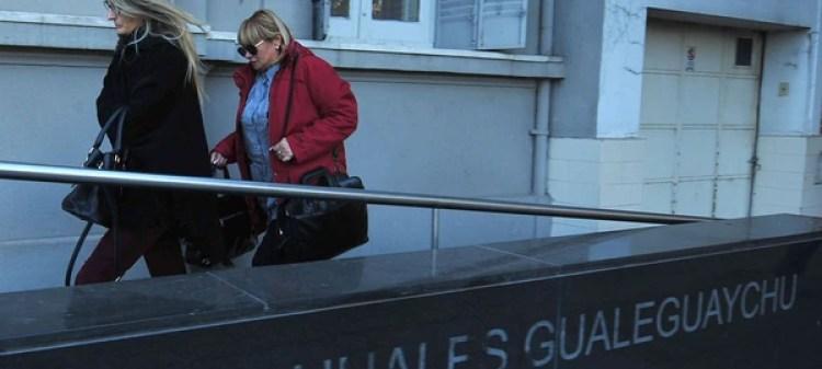 Yamina Kroh, la madre de Nahir Galarza, ingresando a los tribunales (Ricardo Santellan)