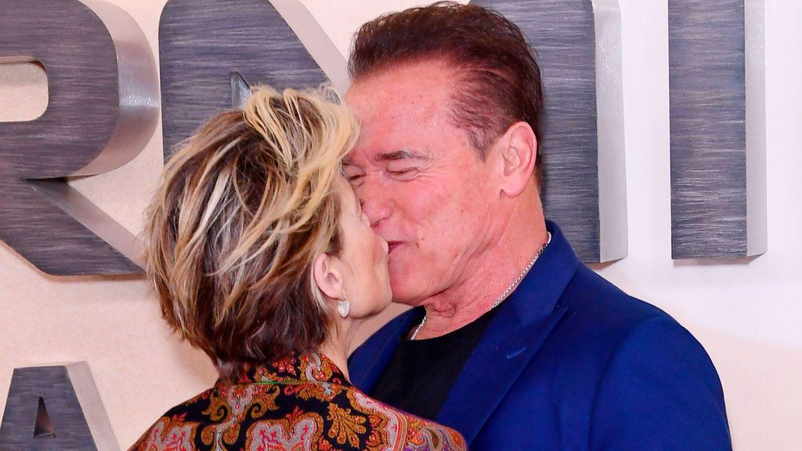 Arnold Schwarzenegger en una de las presentaciones de Terminator: Dark Fate, junto a Linda Hamilton (Shutterstock)