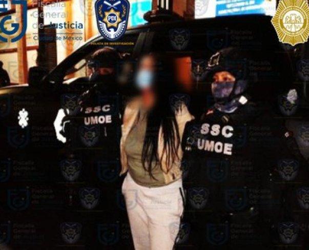 La mujer cayó en posesión de drogas y arma de fuego (Foto: SSC)