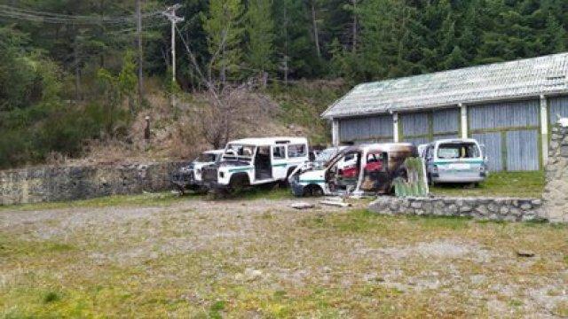 Vehículos saqueados y vandalizados por los manifestantes de la comunidad