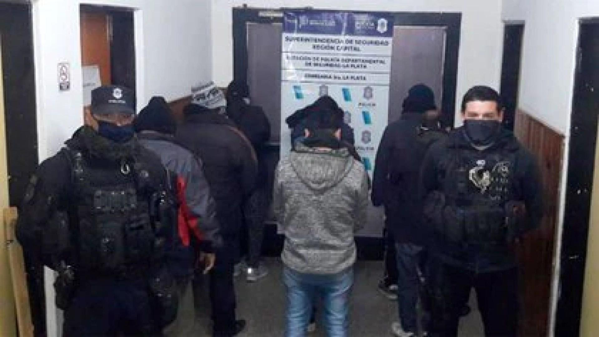 Ocho personas fueron detenidas por la policía de la provincia de Buenos Aires al intentan usurpar otros terrenos en la localidad platense de Los Hornos (Ministerio de Seguridad bonaerense)
