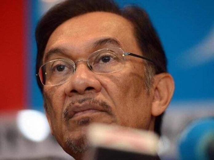 El experimentado capitán Zaharie Ahmad Shah, de 53 años, tenía casi 20 mil horas de vuelo (AFP)