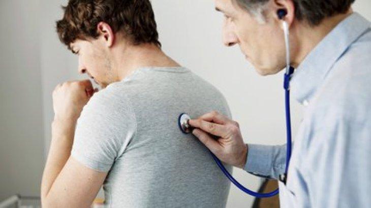 El 90% de los cuadros de tos son de virus respiratorios y se dan generalmente en el invierno porque hay mayor circulación viral, ya sea por resfríos comunes o gripe (Shutterstock.com)