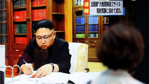 Kim Jong-un en el video del anuncio del lanzamiento (Reuters)