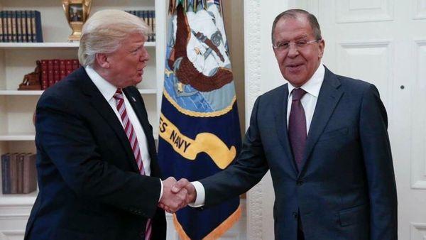 Donald Trump junto a Sergei Lavrov (AP)