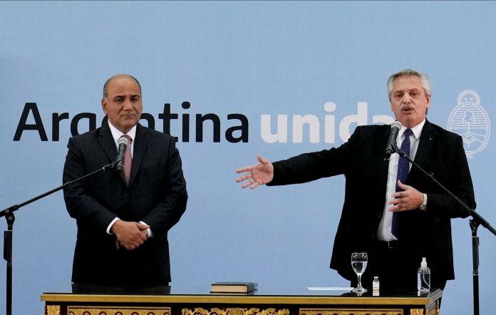El presidente Alberto Fernández junto al nuevo Jefe de Gabinete, Juan Manzur (Natacha Pisarenko/Pool via REUTERS)