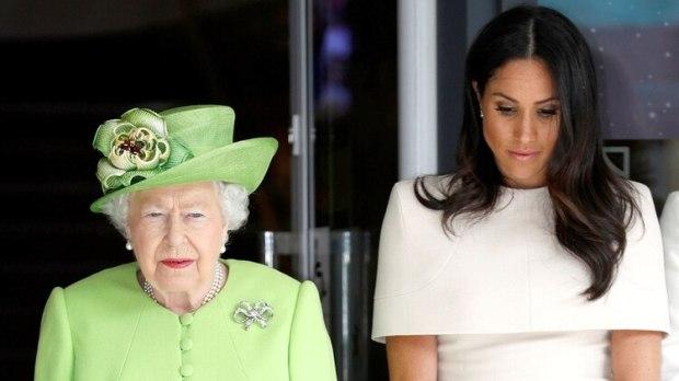 La reina Isabel y Meghan Markle (Shutterstock)