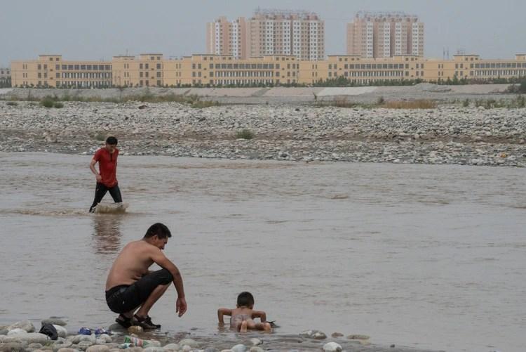 El mundo ha estado callado sobre la operación de China para convertir a miembros de la minoría étnica uigur en partidarios leales y seculares del Partido Comunista. (Gilles Sabrie/The New York Times)