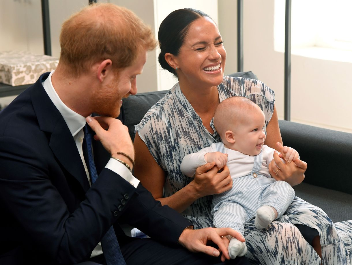 Los duques de Sussex con su hijo Archie, nacido el pasado 6 de mayo