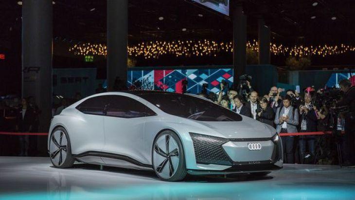 Tiene cuatro motores eléctricos capaces de desarrollar 350 CV de potencia y en treinte minutos se podrá cargar el 80% de la batería
