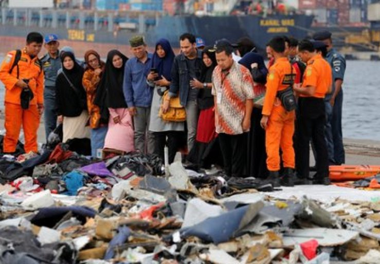 Relatives of passengers in front of the belongings of the victims of Lion Air Flight 610 at the port of Tanjung Priok in Jakarta, Indonesia (REUTERS / Beawiharta)