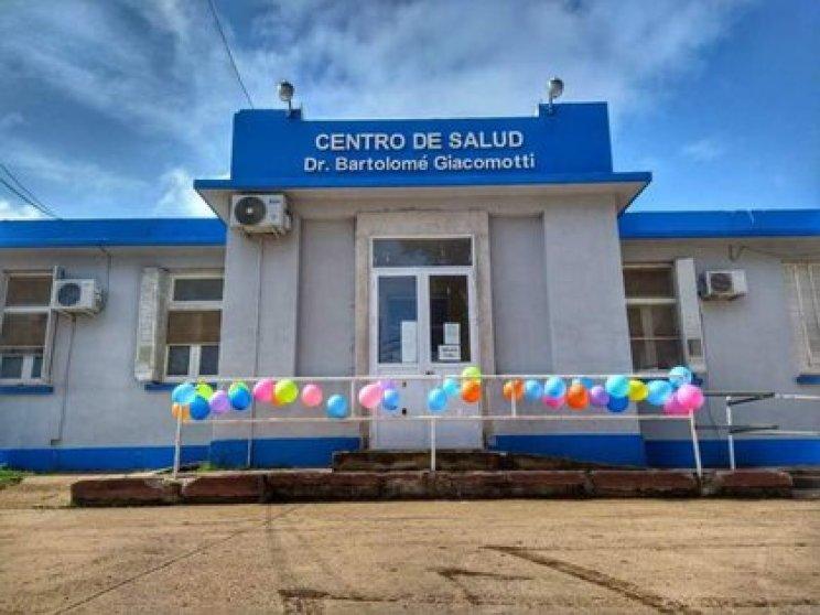 Globos de colores en el centro de salud para despedir al pequeño Nicanor (Gentileza Diario La Calle, Concepción del Uruguay)