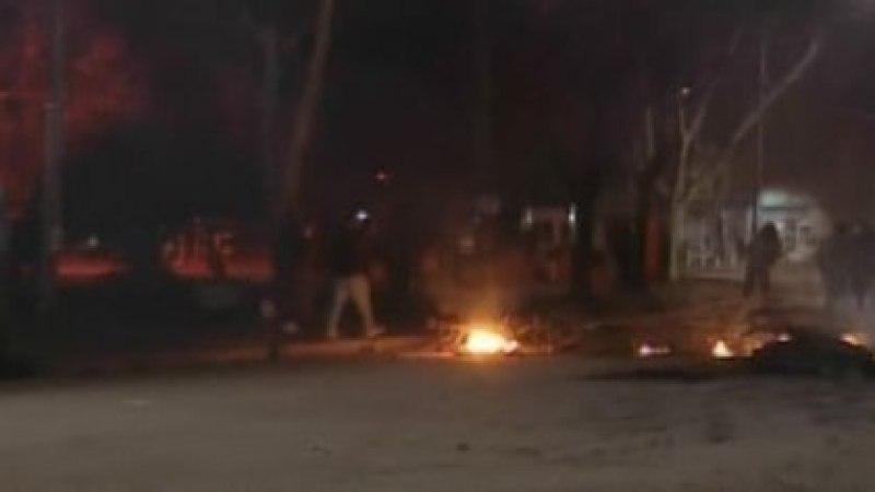 Incidentes en las inmediaciones de una comisaría de Moreno. Hubo protestas por el femicidio de una adolescente de 14 años.