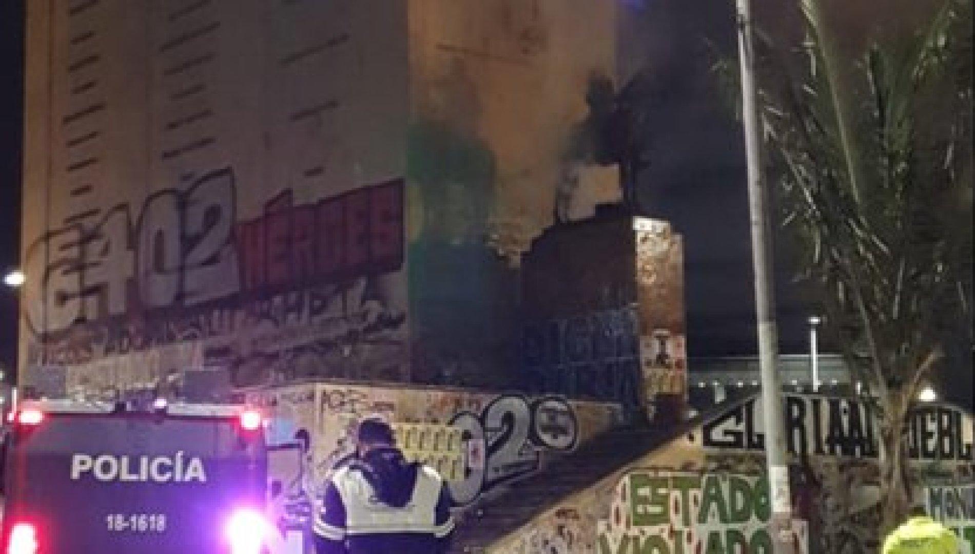 En las primeras fotografías de la escultura, luego del intento de quema, no se observa que haya sufrido daños de consideración. Foto: Secretaría de Gobierno de Bogotá