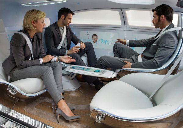 El concepto de los vehículos autónomos es diversión, ocio y eficiencia del tiempo de viaje