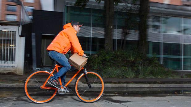 """Las aplicaciones de delivery ofrecen la modalidad """"dejar en la puerta"""" para evitar el contacto"""